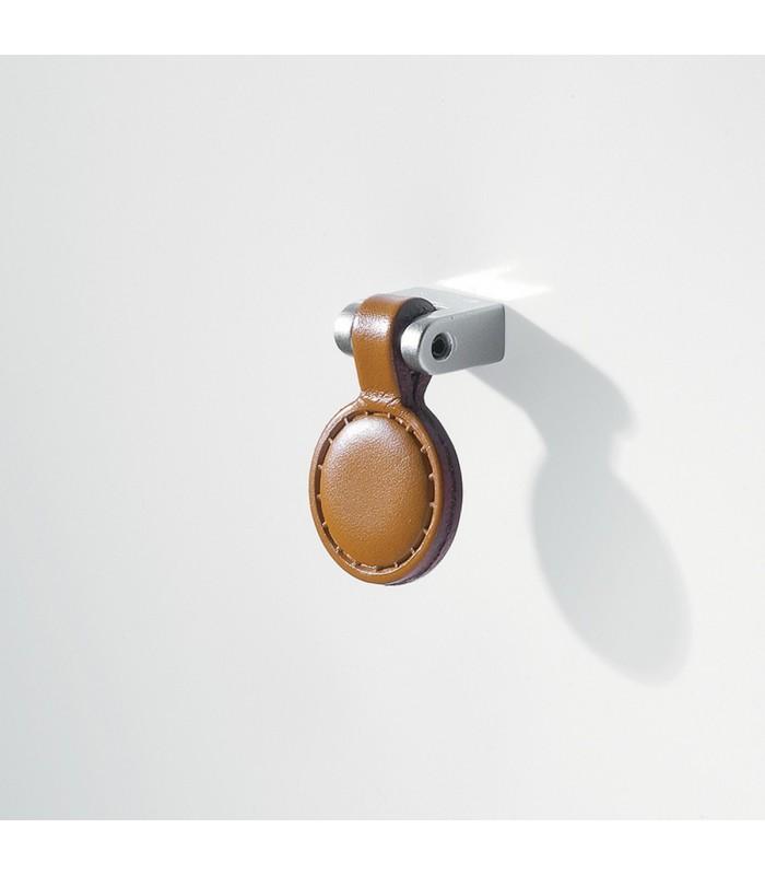 Poignée bouton de meuble articulé, en métal chromé et cuir naturel. 8e43b7b403a