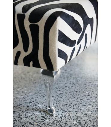 Détail pied de meuble design Baroque en aluminium massif HT.230 mm sur lit