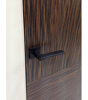 Poignée de porte FILA disponible en blanc ou noir