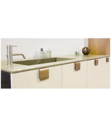 Poignée bouton de meuble bois série Tacco 0326 par Viefe
