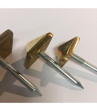 Clous décoratifs tête pyramidale en laiton