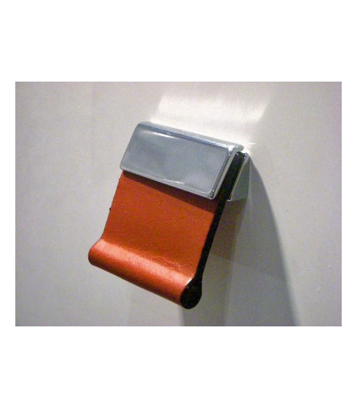 Bouton cuir carré
